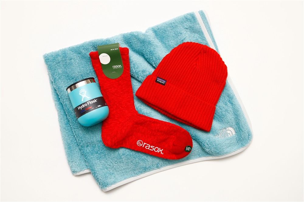 (ヘッドウェア)PATAGONIA FISHERMANS ROLLED BEANIE 4,180円 / (ソックス) raSOX BIG SRUB COTTON SOCKS 1,760円 / (ブランケット) THE NORTH FACE BABY FLEECE BLANKET 5,280円 / (タンブラー) HYDRO FLASK WINE TUMBLER 4,180円  (全て税込)